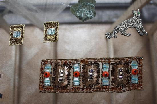 bracelet et fibules brodés