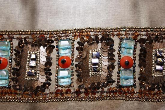 détail bracelet brodé