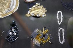 Insectes brodés (rhodoïd, canetille, bijoux, rocaille)