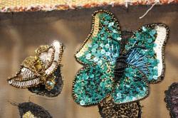 Papillon brodé, canetille, rocaille, bijoux